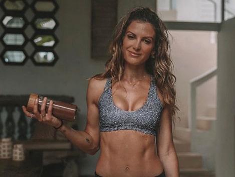 Elena Arithimos, 34, från Sydney är Instagramprofil, fitnessmodell, och personlig tränare.