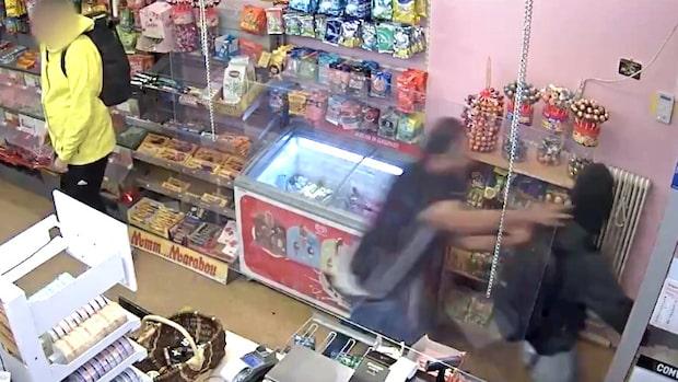 Här övermannar Muhammad beväpnade rånaren – se videon