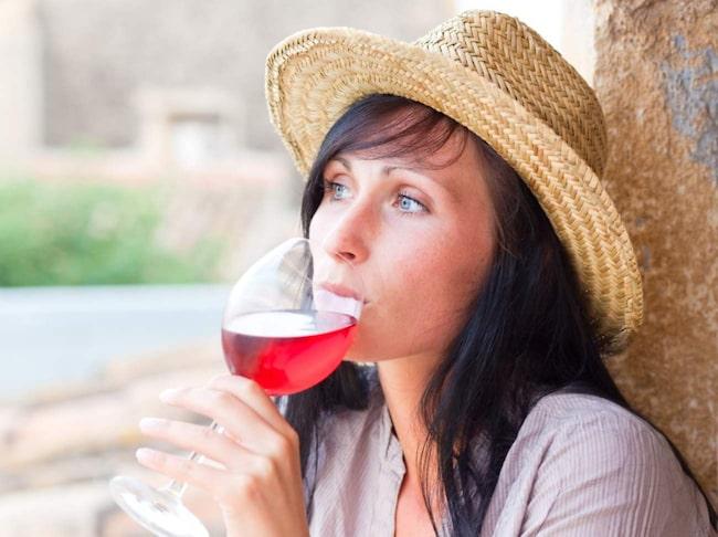 <span>Lite rödvin om dagen ökar nivåerna av det goda HDL-kolesterolet.</span>