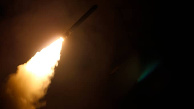 USA, Frankrike och USA gick till attack mot Syrien under natten mot lördagen. Foto: LT. J.G. MATTHEW DANIELS / AP TT NYHETSBYRÅN