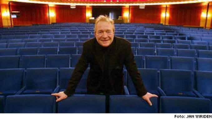 Brasse Brännström är tillbaka på teaterscenen igen, två månader efter kollapsen strax före en föreställning.