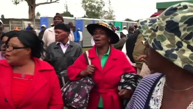 """Tusentals i protest mot Mugabe: """"Slutet på en tyranns välde"""""""