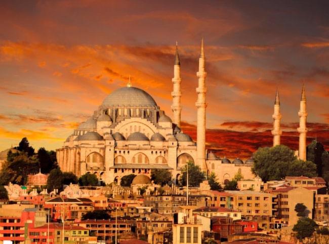 Blå moskén i strålande solnedgång.