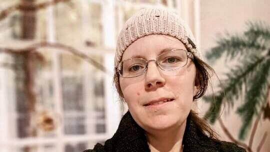 Therese Hökklo, 35 , från Mölndal ger 5 000 kronor i hittelön om mobilen med de sista bilderna på maken innan han gick bort kommer till rätta. Foto: Privat