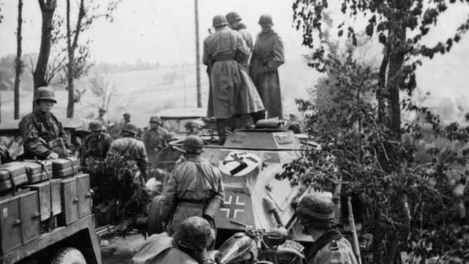 Den svenske mannen i 90-årsåldern anklagas för att ha varit lägervakt vid lägret i Vitryssland där tusentals judar mördades. Han var en del av förbandet SS-Panzer Division Totenkopf.
