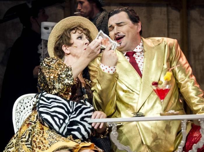 """Pia Johansson hyllas av kritikerna i steppmusikalen """"Top Hat"""" som hade premiär på Malmö operahus i höstas."""