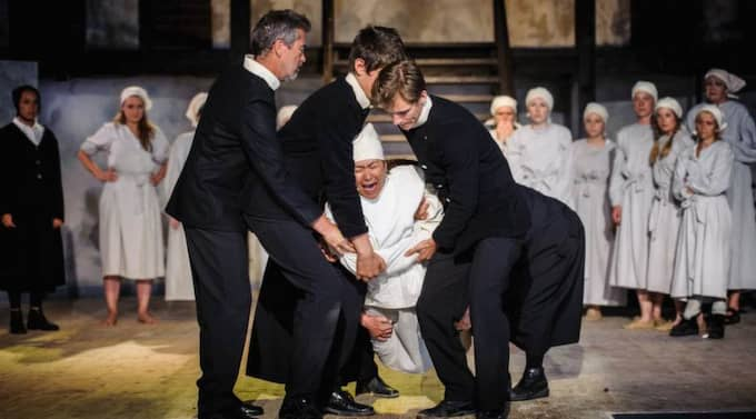 """På plats. De kvinnliga lösdrivarna betraktades som en del av samhällets """"bottensats"""" när de togs in på Citadellet för tvångsarbete. Nu har deras öden dramatiserats på samma plats. Foto: Leo Erdfelt"""