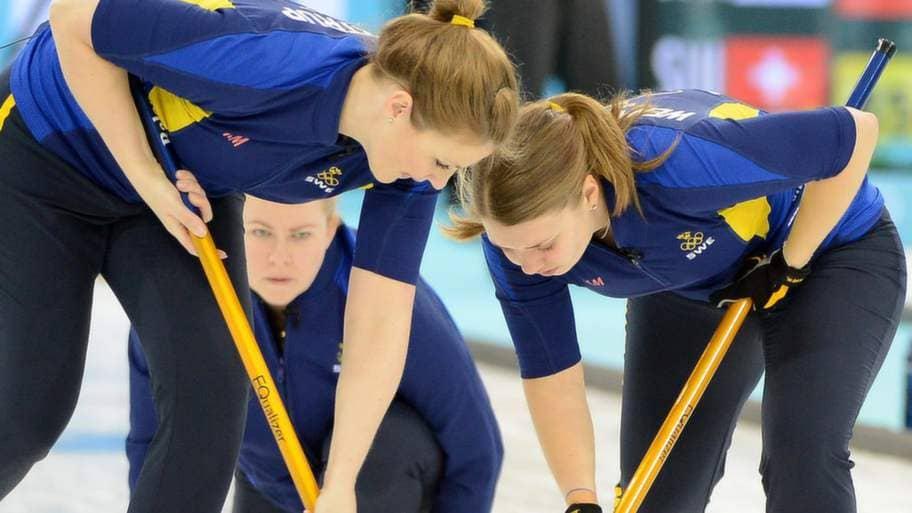 Curlingdamerna glider mot slutspel