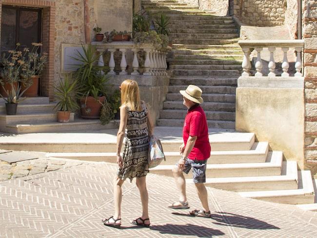 I mysiga Gavorrano går man längs stenlagda gator upp mot kyrkan.