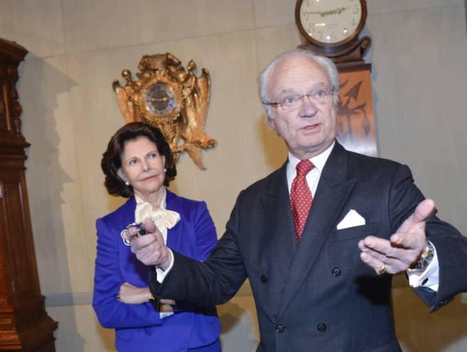 Kungen invigningstalade och berättade bland de över 50 klockor som nu ställs ut på Stockholms slott är den äldsta över 420 år. Foto: Jonas Ekströmer/Tt