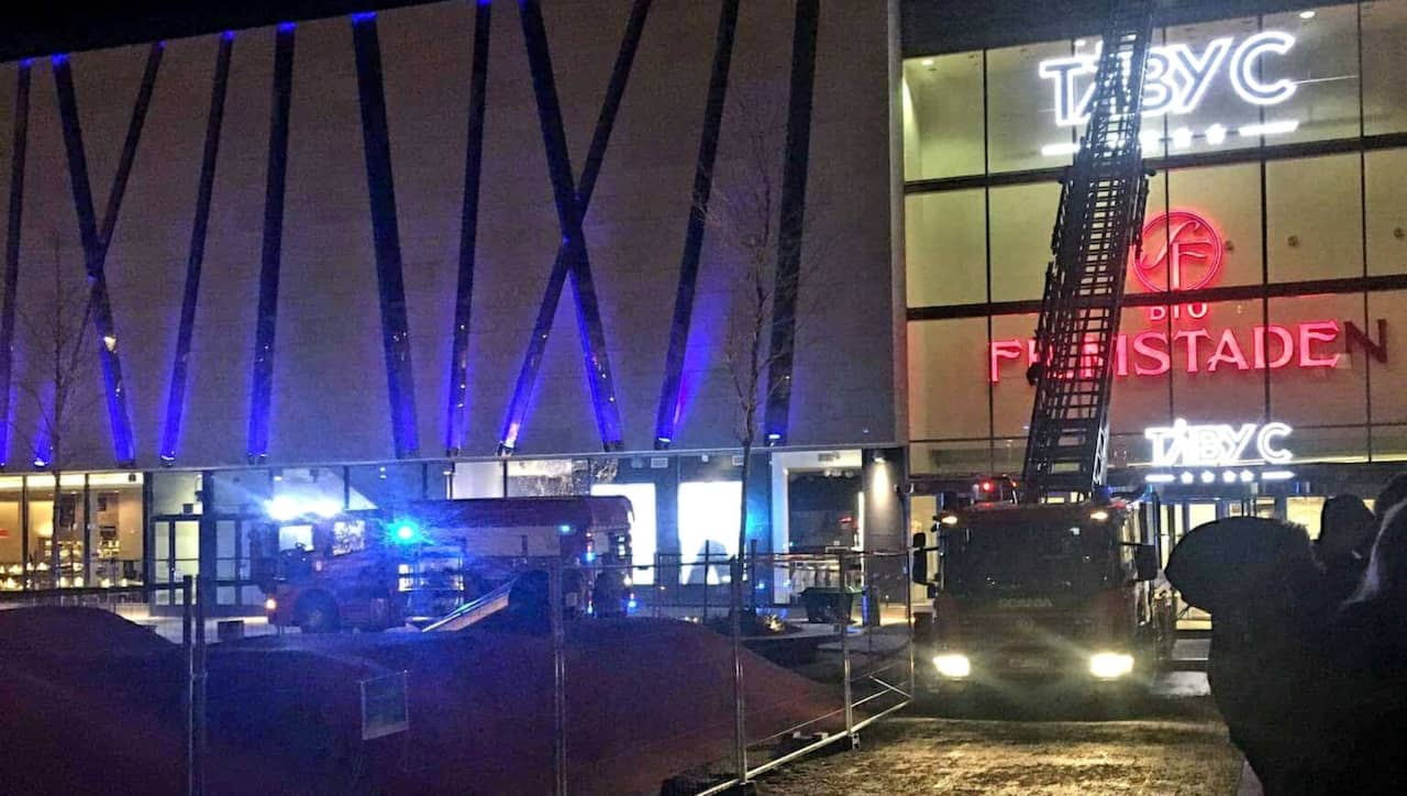 Kopcentrum evakuerades efter brand pa taket