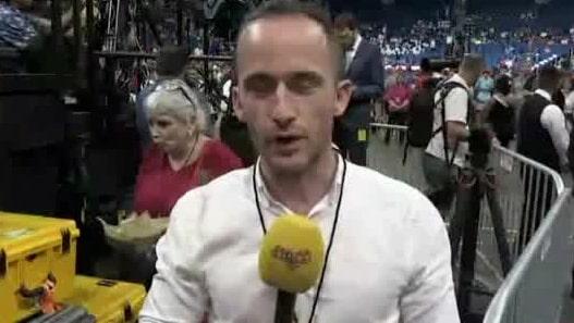 Expressens Tomas Kvarnkullen på plats vid kampanjmötet