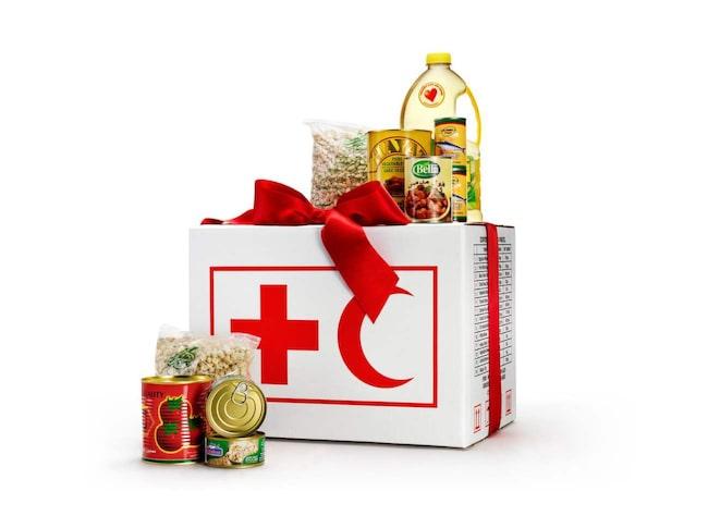 Matpaket till Syrien kostar 77 kronor, räcker för en person i en månads tid. På Röda korsets webbshop finns möjlighet att båda köpa ett matpaket till en person eller till en familj på fem personer, och många fler gåvor som skänker medmänsklighet och omtanke till jul, redcross.se.