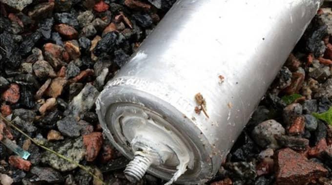 Rörbomben skulle antändas med tomtebloss, men exploderade aldrig. Foto: Polisen