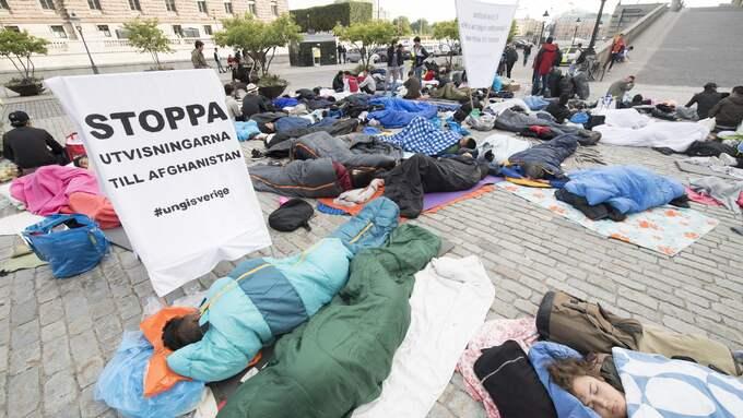 Flyktingarna demonstrerar för att stoppa utvisningen av afghanska flyktingar. Foto: FREDRIK SANDBERG/TT / TT NYHETSBYRÅN