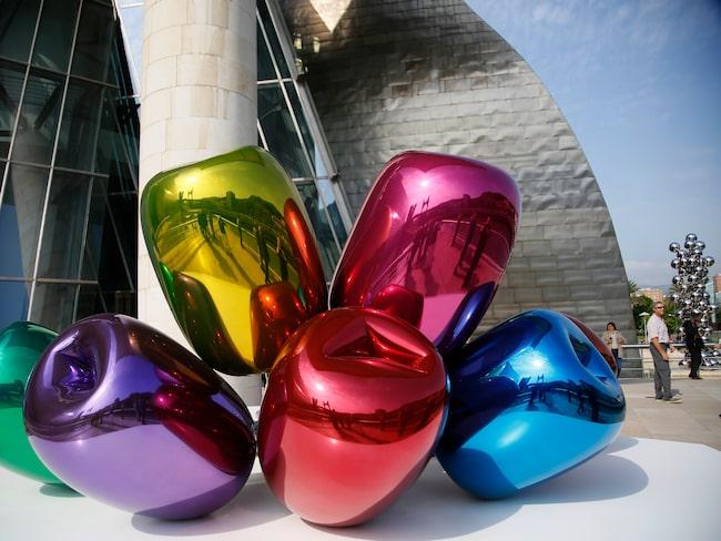 """Även utanför museet för mycket att se, som Jeff Koons """"Tulips""""..."""