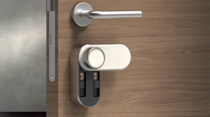 I sommar börjar företaget Glue Home sälja sitt lås på bred front.