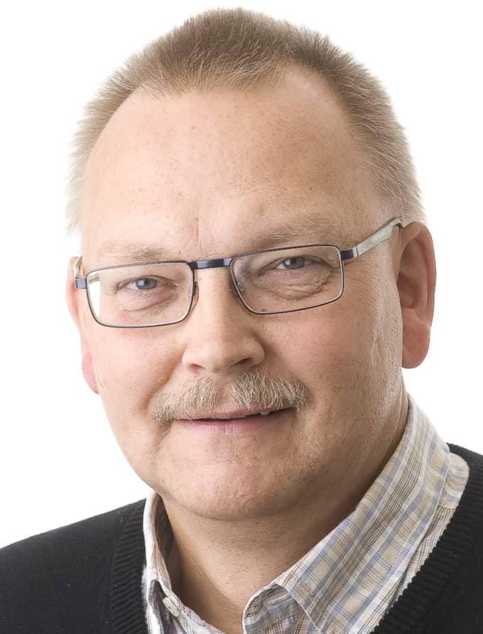 Åke Persson, expert på Brandskyddsföreningen, säger att 17 personer i fjol skadades så allvarligt av fyrverkerier att de behövde föras till sjukhus. Foto: Håkan Flank