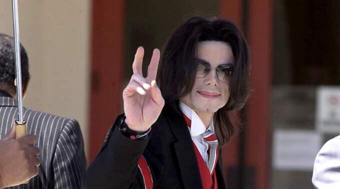 När Michael Jackson dog gjorde han det omgiven av droger. Det avslöjar en ny bok om världsstjärnans sista tid, skriver RadarOnline. Foto: 2005 Ramey Photo (310) 828-3445 / BULLS 0005EWA6