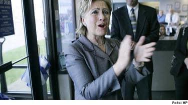 """Hon har alltid varit den dugliga i familjen Clinton"""", skriver Mona Sahlin om Hillary Clinton i dag."""