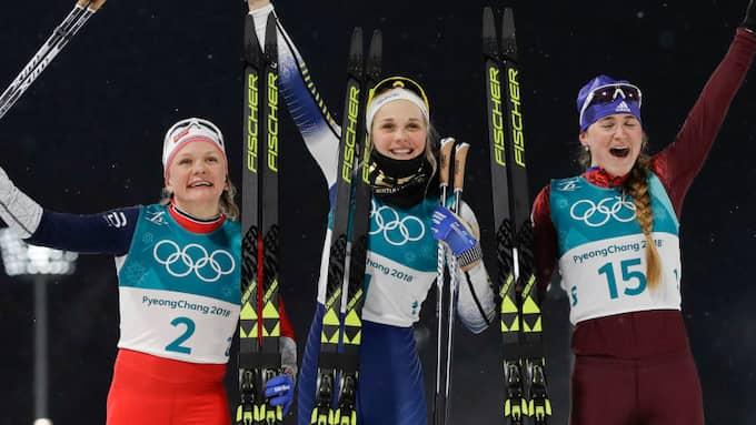 Maiken Caspersen Falla, Stina Nilsson och Yulia Belorukova. Foto: KIRSTY WIGGLESWORTH / AP TT NYHETSBYRÅN