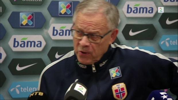 """Här lackar Lagerbäck ur på norske reportern: """"Vad är det för fråga?!"""""""