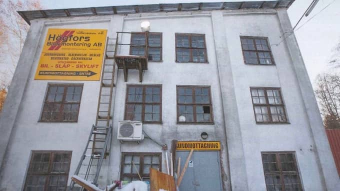 De åtta bulgarerna fick bo i misär i denna gamla industrilokal.