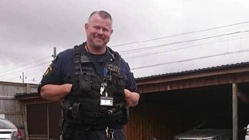 Hundföraren Jörgen Björnstedt var för en vecka sedan inblandade i att fånga in en misstänkt tjuv. Foto: Polisen