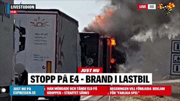 Brand rasar i lastbil – totalstopp på E4
