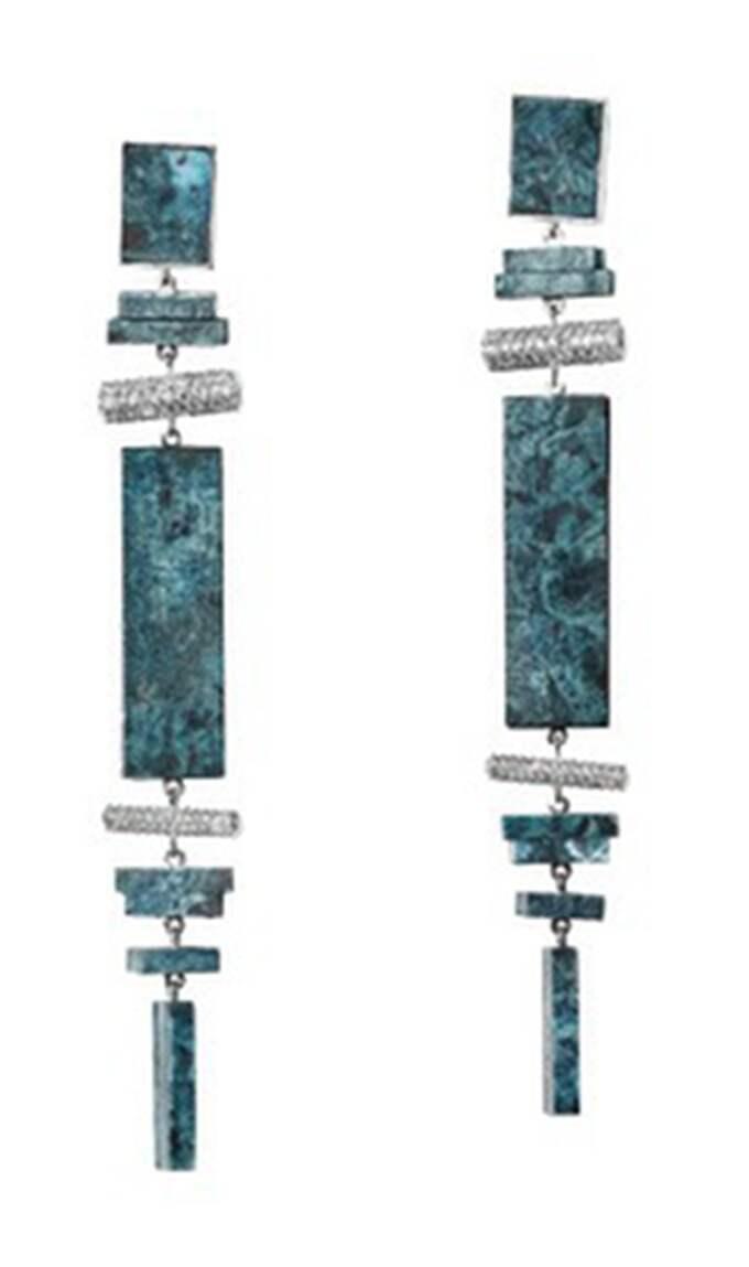 Här är de örhängen som kommer att finnas till försäljning. Till skillnad från Victorias finns tre små staplar på dessa i nederkant. Foto: H&M
