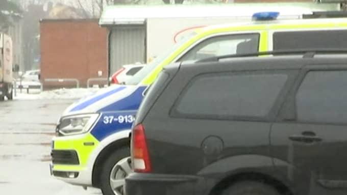 En person hittades död på ett tak i Johanneshov.
