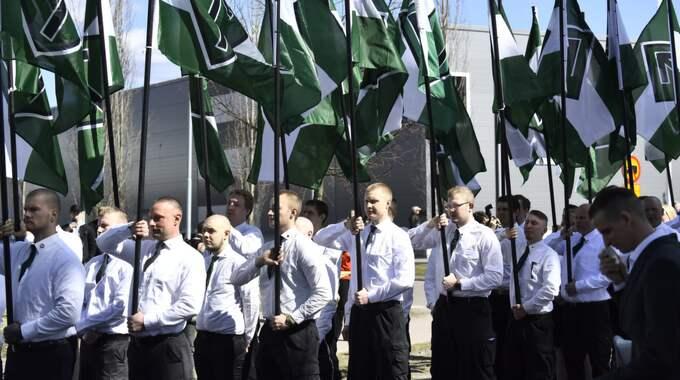 Hundratals nazister tågar i Falun. Foto: SVEN LINDWALL