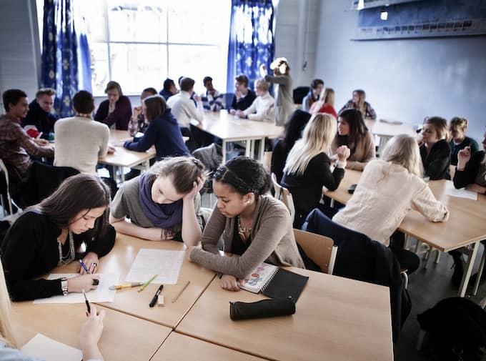 GÖTEBORGS FRAMTID. Eleverna i klass SP2H på Polhemsgymnasiet jobbar i grupp med hur de vill att Göteborg ska se ut år 2021 då staden fyller 400 år. Foto: Anders Ylander