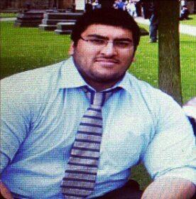I 2014 vägde Umar Malik så mycket att duschgolvet gick sönder.