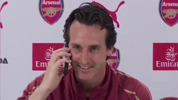 Här svarar Unai Emery i reporterns telefon