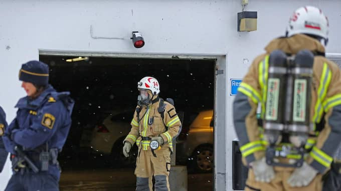Polis och räddningstjänst är på plats i Uddevalla efter en misstänkt gasläcka. Foto: Robert Betzehag