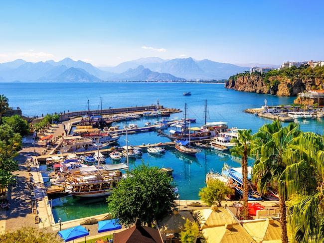 Svenska turister börjar hitta tillbaka till Antalya och flera andra turkiska semesterstäder.