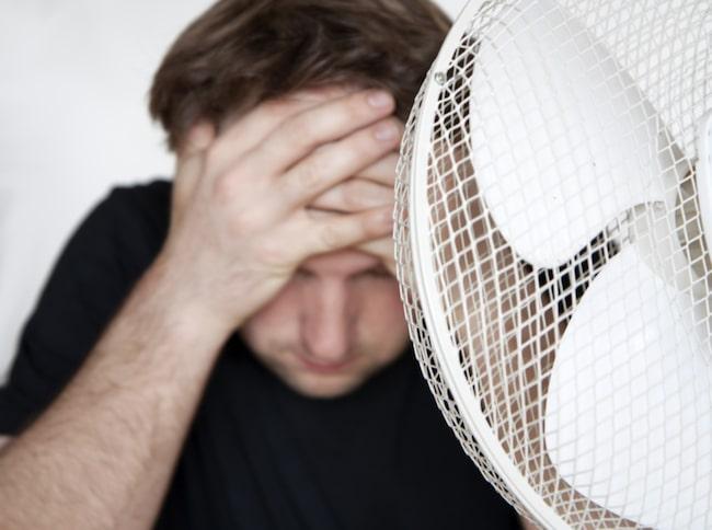 Du kan själv hjälpa kroppen att anpassa temperaturen. T.ex. genom att klä dig i lager på lager eller att placera en fläkt i ett varmt rum.