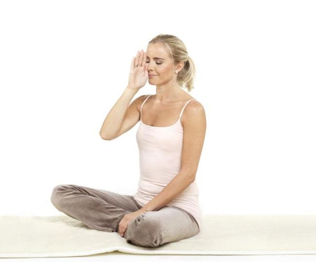 Yogaövning 1 - Vänster näsborre