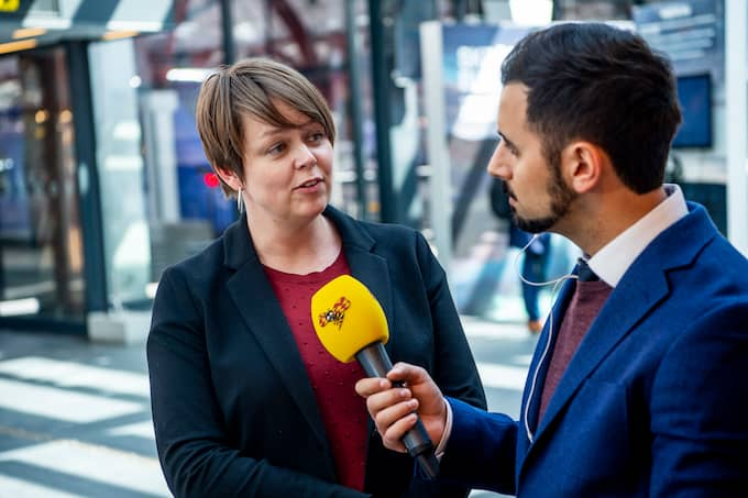 Kvällspostens redaktionschef Christer El-Mochantaf intervjuar Katrin Stjernfeldt Jammeh (S), kommunstyrelsens ordförande i Malmö. Foto: CHRISTIAN ÖRNBERG