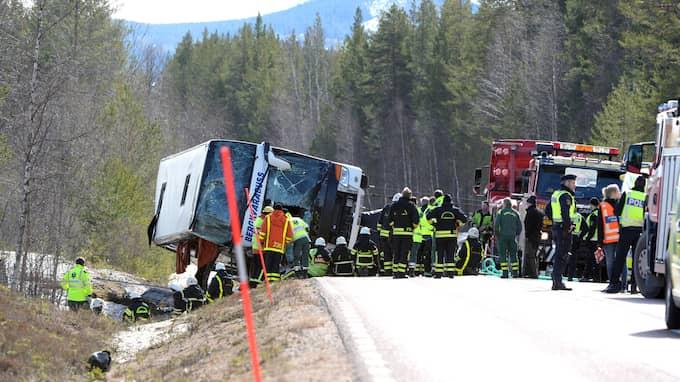 Bussolyckan inträffade i april i fjol. Nu har det kommit fram nya uppgifter kring vad som hände. Foto: NISSE SCHMIDT/TT NYHETSBYRÅN