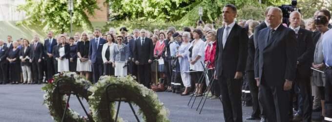 Den norska kungen Harald och norska statsministern Jens Stoltenberg vid minnesceremonin för offren på Utöya och i regeringskvarteret i Oslo. Foto: Roald, Berit