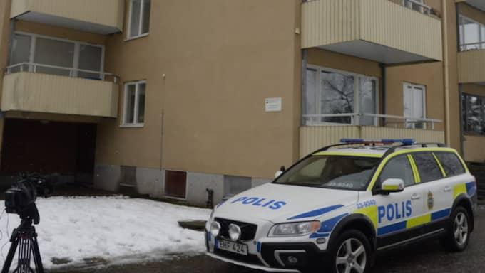 Tre personer har gripits, misstänkta för knivmordet. Foto: Olle Sporrong
