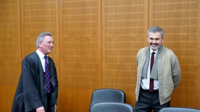John Ausonius (Till höger) skrattade innan förhandlingen började. Foto: / KRISTOFER SANDBERG