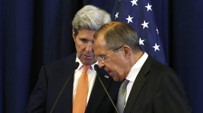 John Kerry och Sergej Lavrov träffades i Hamburg. Bilden är från i somras. Foto: Kevin Lamarque / AP TT NYHETSBYRÅN