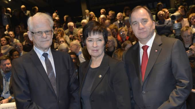 Stefan Löfven tillsammans med tidigare partiledarna Ingvar Carlsson och Mona Sahlin. Foto: Jonas Ekströmer/TT