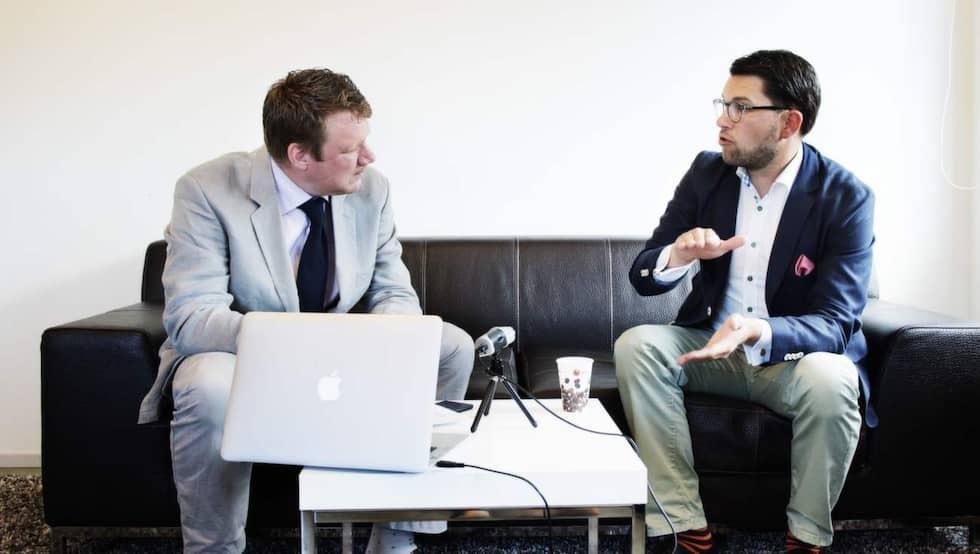 """Expressens Niklas Svensson intervjuar Jimmie Åkesson för Podcasten """"Partiledarpodden"""". Foto: Anna-Karin Nilsson"""