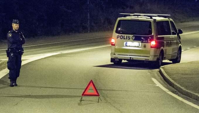 Polisen har hittat en misstänkt sprängladdning vid det asylboende där mannen som misstänks för Ikea-morden bodde. Foto: Per Knutsson
