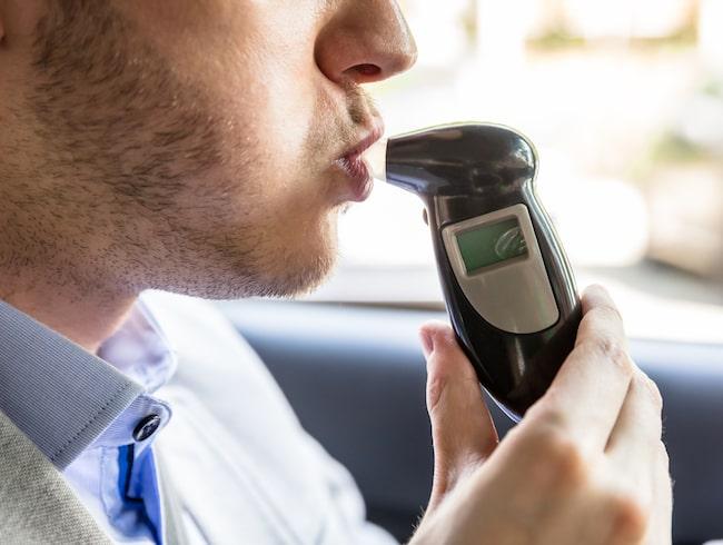 Krav på alkolås i alla bilar, ett förslag som svenskarna tidigare har ställt sig positiva till.