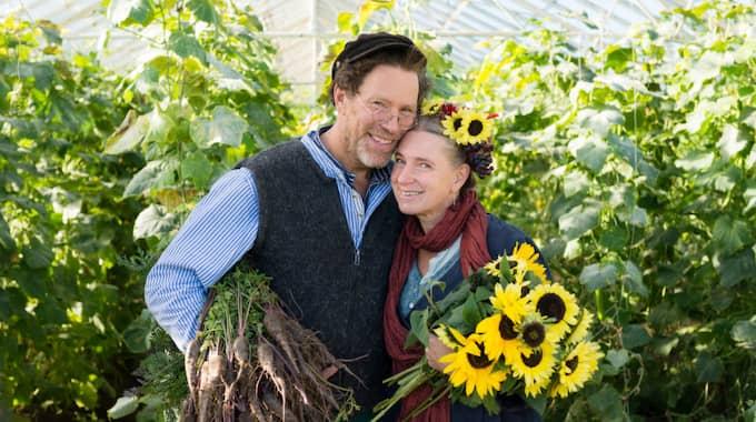 Jag kommer att fortsätta älska Mandelmanns. Paret visar ändå alla ekorrar i hjulet att det är möjligt att bryta och byta liv, skriver Jenny Strömstedt. Foto: Cecilia Möller/Tv4 / CECILIA MÖLLER /INFO@CECILIAMOLLER.COM